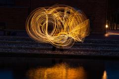 Kreativ leg med ild og lys